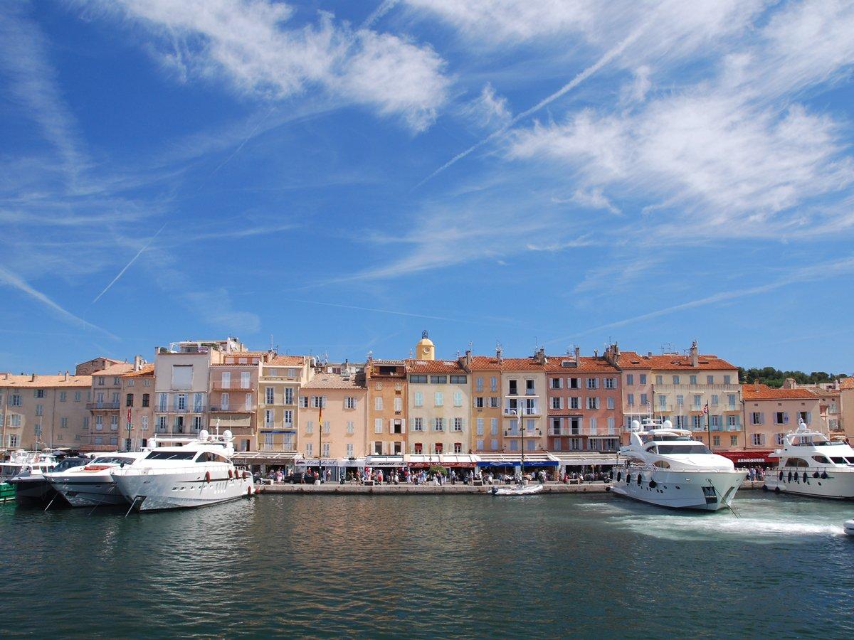 Yacht around Saint-Tropez.v